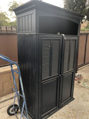 Hutch/cabinet for Sale in Bloomington, CA