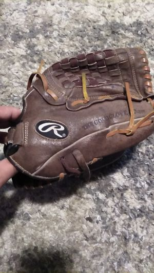 RAWLINGS SOFTBALL GLOVE for Sale in Ceres, CA