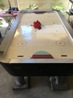 Air hockey table with scoreboard for Sale in Pico Rivera, CA