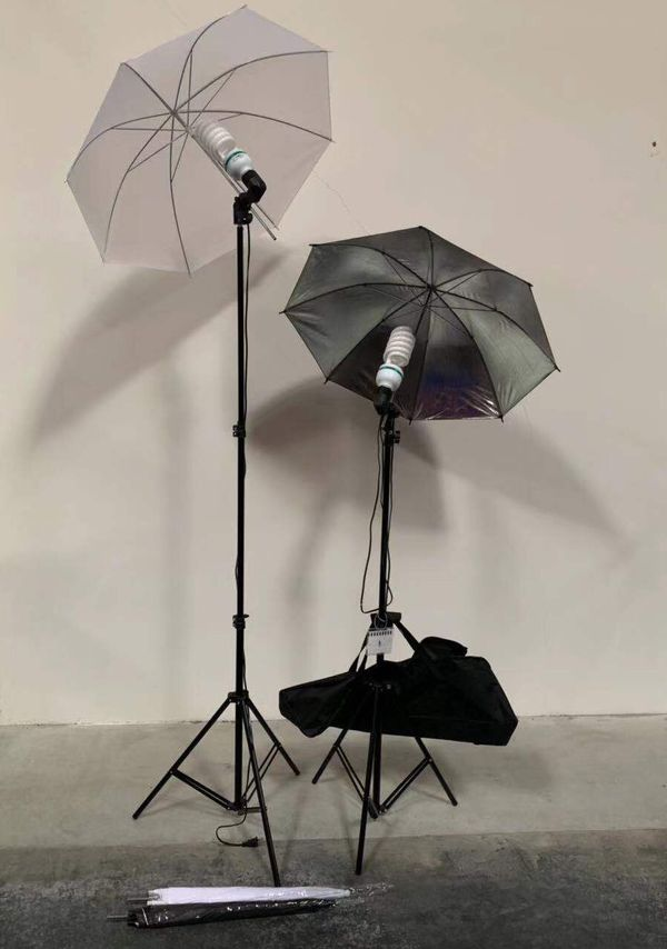 Brand new 2 stands with bulbs 4 umbrellas photo photography studio fluorescent lights height adjustable stand kit