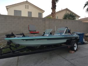 Fishing boat Ranger boat 1979 115 hp mercury (the tower of power)in good conditions has tittle boat and trailer for Sale in North Las Vegas, NV