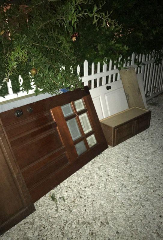 Free. 4 closet doors mirror. One house door for outside. One inside door. One kitchen cabinet.
