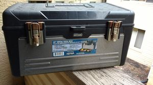 Keter 20in metal bottom toolbox with tools for Sale in Columbus, OH