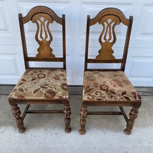 2 VINTAGE CHAIRS for Sale in Corona, CA