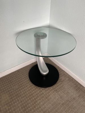 Round Glass Accent End Table for Sale in San Jose, CA