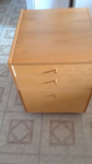 File cabinet with wheels for Sale in Hawthorne, CA