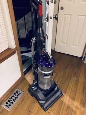 Dyson vacuum cleaner for Sale in Puyallup, WA