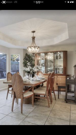 Dining table and hutch for Sale in Mountain View, CA