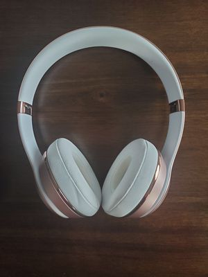Rose Gold Beats Solo3 Wireless Headphones for Sale in Chicago, IL