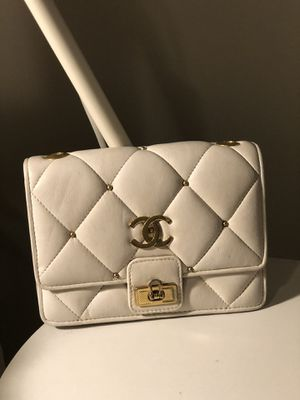Authentic Chanel vintage white leather bag 🖤 for Sale in Houston, TX