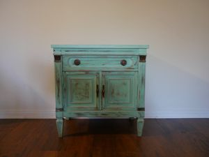 Distressed end/side table for Sale in Playa del Rey, CA