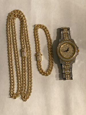 New Gorgeous Mens fully iced out Miami Cuban 🇨🇺 Link Chain and bracelet + iced out watch for Sale in Fort Lee, NJ