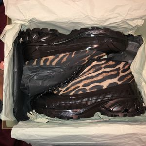 Burberry Arthur Sneakers for Sale in Chicago, IL
