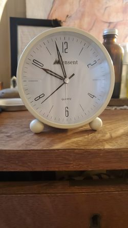 Retro White Alarm Clock for Sale in Long Beach,  CA