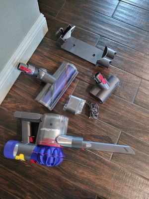 Dyson vacuum cleaner rechargeable for Sale in Lake Elsinore, CA