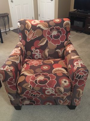 Accent chair for Sale in Smyrna, TN