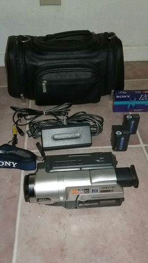 Sony Video Camcorder Hi-8 CCD-TRV108 with case and accessories for Sale in San Diego, CA