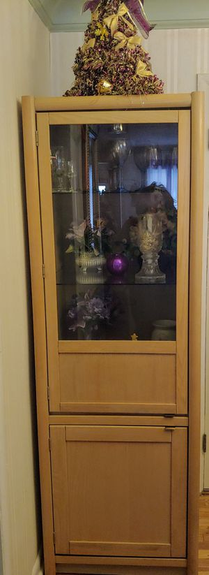 Beautiful Curio Cabinet for Sale in Parma Heights, OH