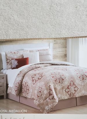 Brand New Queen Comforter Set for Sale in Puyallup, WA
