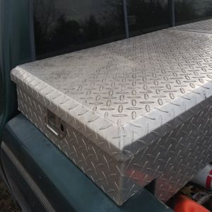 Diamond plated tool box for Sale in Coffeyville, KS