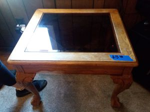 Oak End table for Sale in Clarksburg, WV