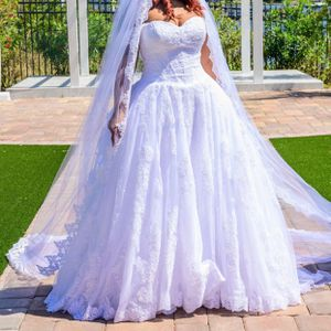 Oleg Cassini Wedding Dress for Sale in Winter Garden, FL