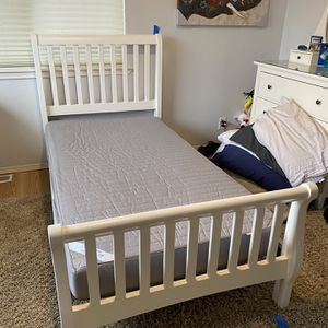 Twin size white wood bed frame and mattress for Sale in Snohomish, WA
