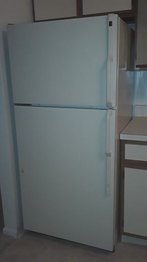 GE refrigerator for Sale in Aurora, OH