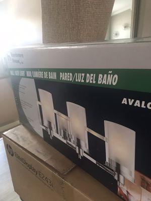 Lámpara de baño cromada/chrome bathroom light fixture $75 for Sale in Miramar, FL