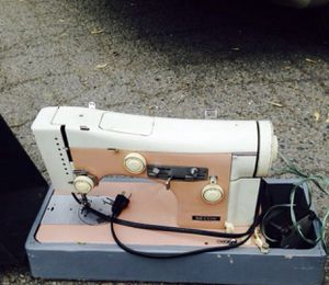 $200.00$ sewing machine, Industry heavy duty. Good condition. for Sale in Newark, NJ