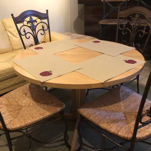 Dining Table And 4 chairs for Sale in Raleigh, NC