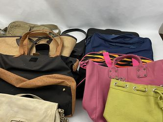 Lot Of 10 Purses And Travel Bags for Sale in Triangle,  VA