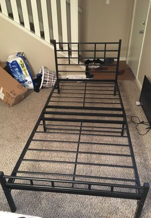 Twin xl bed frame/boxspring for Sale in Brownsville, TX