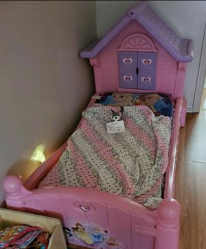Little Tikes Princess Toddler Bed for Sale in Brecksville, OH