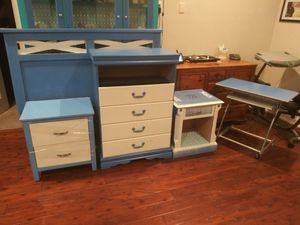 5 piece queen size bedroom set of furniture for Sale in Bartow, FL