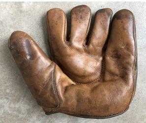 Wilson 679 Vintage Left Handed Baseball Glove for Sale in Seattle, WA