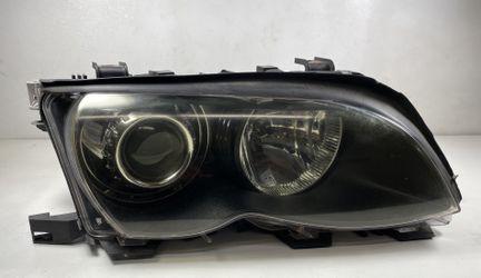 Passenger Headlight BMW 330i 325i E46 Sedan for Sale in Fullerton,  CA