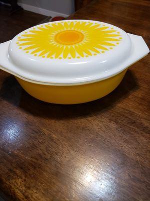 Vintage pyrex sunflower casserole dish for Sale in Ridgefield, WA