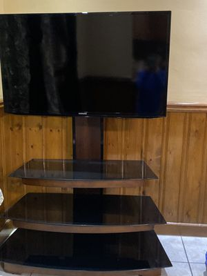 Samsung tv 40 inch with standing for Sale in Philadelphia, PA