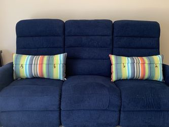 LA-Z-BOY Reclining Couch for Sale in Hilliard,  OH