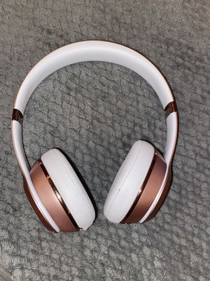 Beats by Dr.Dre solo3 wireless rose gold for Sale in Woodburn, OR