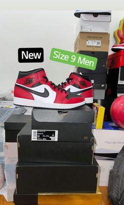 New Size 9 Men - Chicago Toe Jordan Retro 1 Mid (Chicago Colorblocking) for Sale in Los Angeles,  CA