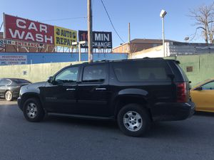 2011 chevrolet suburban NEW ENGINE NEW TRANSMISSION for Sale in New York, NY