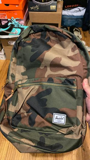 Herschel camo backpack with laptop for Sale in Seattle, WA
