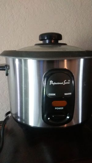 Small professional series crock pot for Sale in Aurora, CO
