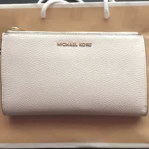 Micheal Kors Wallet for Sale in Bassett, CA