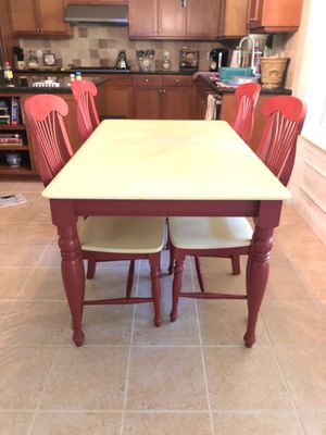 Kitchen table and 2 counter stools for Sale in Foresthill, CA