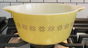 Vintage Pyrex 2.5 Quart Town And Country Print Oven Ware Dish Casserole for Sale in Tampa, FL