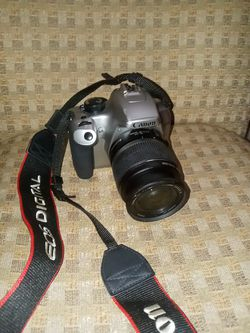 Canon rebel xs need battery works good need charger comes with case or will trade for a mini bike for Sale in Port Charlotte,  FL