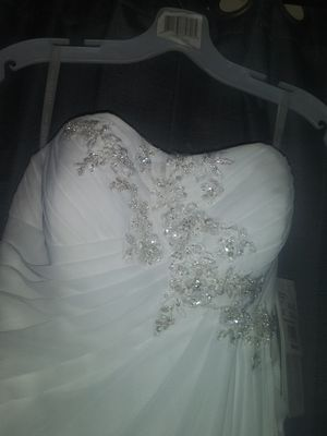 From David's Bridal-wg3872, soft white strapless beaded empire, class style 12628 for Sale in Vancouver, WA